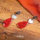 Envie d'adopter une collection 100 % végétale ? 🌱   Laissez-vous séduire par la ligne MANAKARA et ses sublimes boucles d'oreilles rouge vermillon, qui apporteront originalité et caractère à votre style !  À découvrir en boutique et sur notre e-shop: https://bijoux-totem.fr/228-nature-bijoux  #bijoux #naturebijoux #bijouxcreateur #shopping #shoppingaddict #shoppingonline #jewlery #outfitoftheday