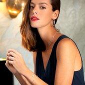 Soyez belle à toutes heures et à n'importe quel moment de la journée avec notre ligne argent ! À découvrir en boutique ✨  #bijoux #bijouxcreateur #bijouxfaitmain #bijouxaddict #jewelry #femme #collection #collectionfemme #shopping #shoppingaddict #collier #bracelet